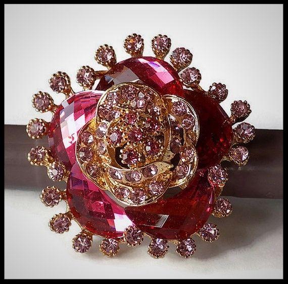 Grosse bague élastique 3D strass camaïeu de rose métal doré - bijou fantaisie strass - idée cadeau - femme - fille - costume vénitien.