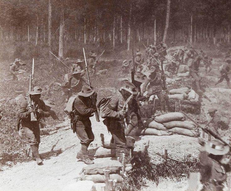 Även under 2:a världskriget återfanns gurkhas & deras khukris i brittisk tjänst. Mest kända är deras insatser i Burma & Nordafrika, men de stred även i bland annat Italien där menige Ganjabhadur Rai genomförde ett frontalangrepp med sin khukri mot tyska ställningar. Rais regemente, Princess Mary's Own Gurkha Rifles, återfann efteråt ett tyskt gevär med djupa hack efter en khukri. Rais kamrater sparade geväret som en trofé.