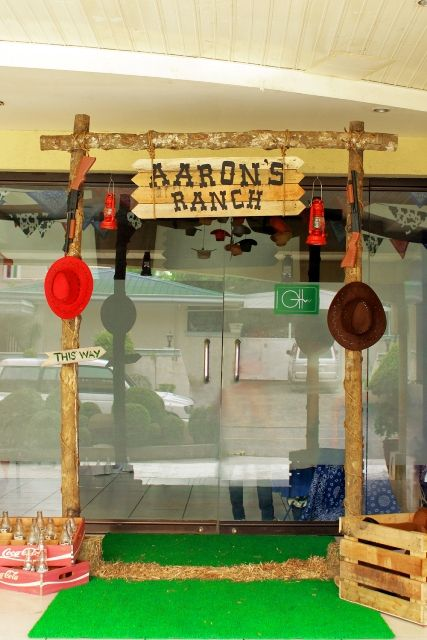 Aaron's Cowboy Themed Party: Entrance