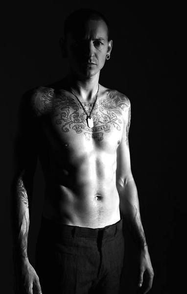 Chester Bennington. (Linkin Park) Wow! I had no idea he was in such great shape! Way to go Chester! :)