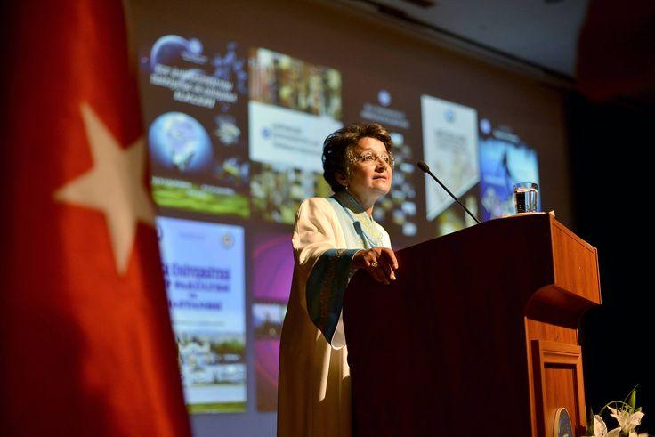 """Rektör Prof.Dr.Candeğer Yılmaz, """"Ege Üniversitesi ayrıcalıklı; yaşlanmadan gelişen bir üniversitedir""""dedi."""