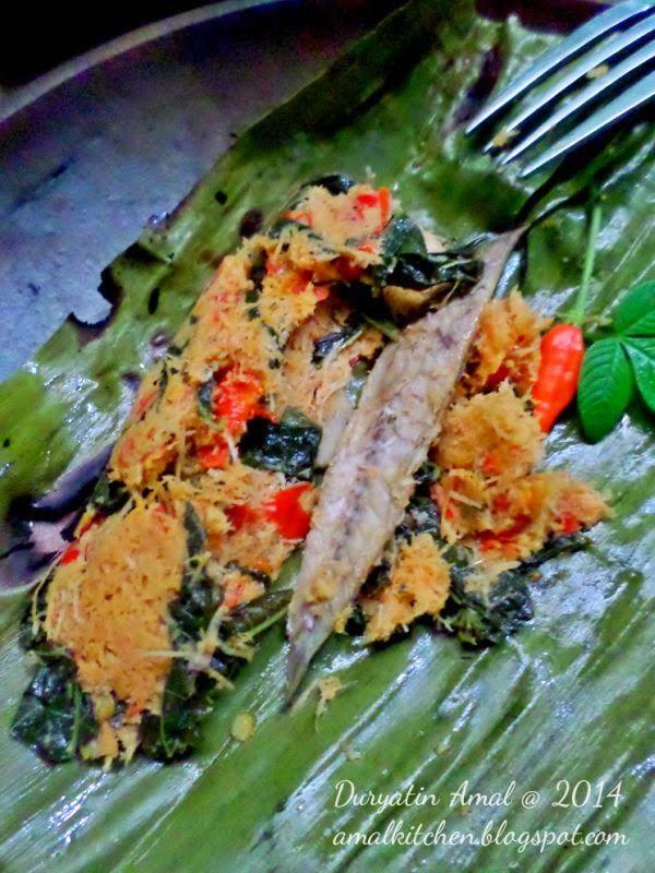 Amal's Kitchen : Simple & Easy Recipes: Pepes Ikan Pindang Kelapa Daun Singkong