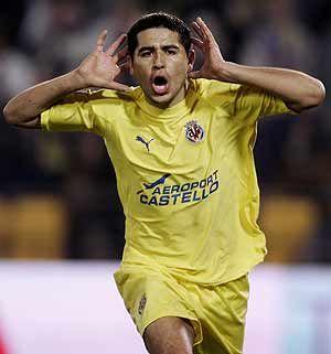 """Juan Roman Riquelme, Villareal. Gran jugador, lastima por eso de que le da """"el sindrome del jamaicon"""" :/"""