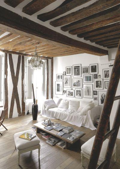 Un salon aux touches rustiques et dynamiques. Plus de photos sur Côté Maison http://petitlien.fr/820z
