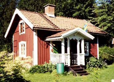 Reminds me of my great-aunts summer house!  A typical Swedish summer house aka Stuga