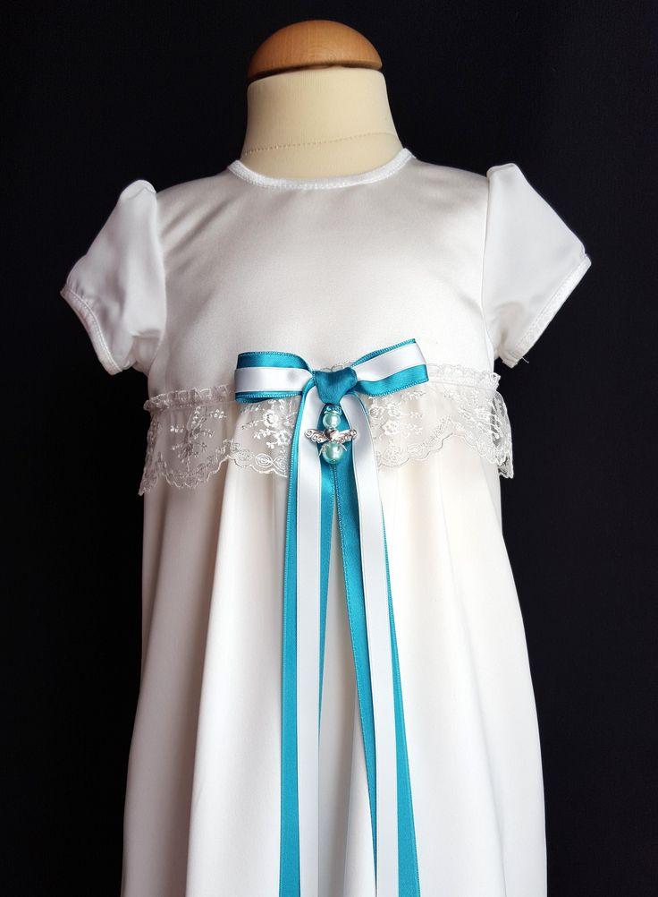 Handgjord tvåfärgad doprosett och skyddsängel till din dopklänning från Grace of Sweden.