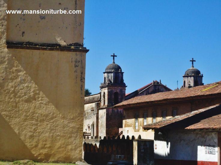 El Pueblo Mágico de Pátzcuaro te cautivará por sus bellos paisajes, cielos azules y edificios coloniales de gran belleza arquitectónica.