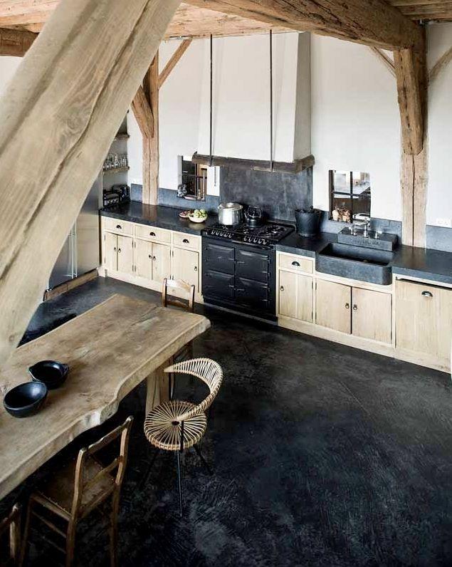 Je houdt van koken voor vrienden en familie, maar je hebt geen keuken van het formaat 'balzaal'? Lees de oplossing voor een kleine keuken in de blog!