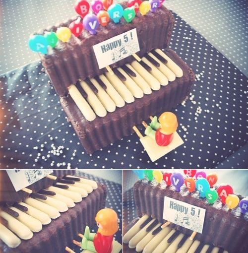 Una tarta ideal para mi princesa mayor, a través del Blog Lila and Cloe.  http://lilandcloe.blogspot.com.es/2012/12/tarta-de-cumpleanos-piano.html