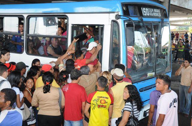 O Sindicato dos Trabalhadores em Transporte Rodoviários de Manaus (STTRM) confirmou na tarde desta terça-feira (7), a paralisação de 100% da frota na próxima sexta-feira (10). A manifestação é por conta da falta de segurança no transporte e troco aos usuários. O presidente do STTRM, Givancir Oliveira, afirmou que a…