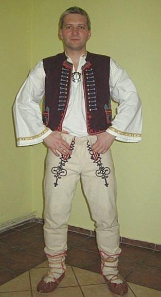 Lidový kroj z jižního Valašska (Brumov).  Folk costume frome south Wallachian (Brumov).