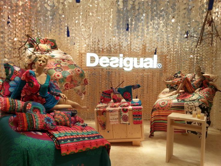 Decoración Stand Desigual Feria del mueble Milán by Alex Montiel Design Studio