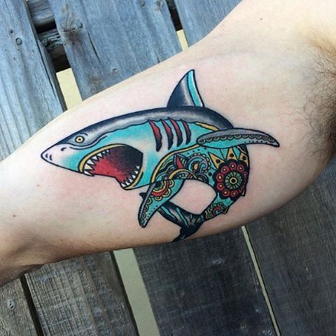 ️Traditional shark tattoo by Hayley @hayley.tattoo.art #livingartgallery #hayleyschwied  #sharktattoo #traditionalsharktattoo