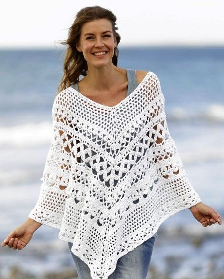 O melhor poncho de crochê, bastante feminino, projetado para a mulher de hoje.