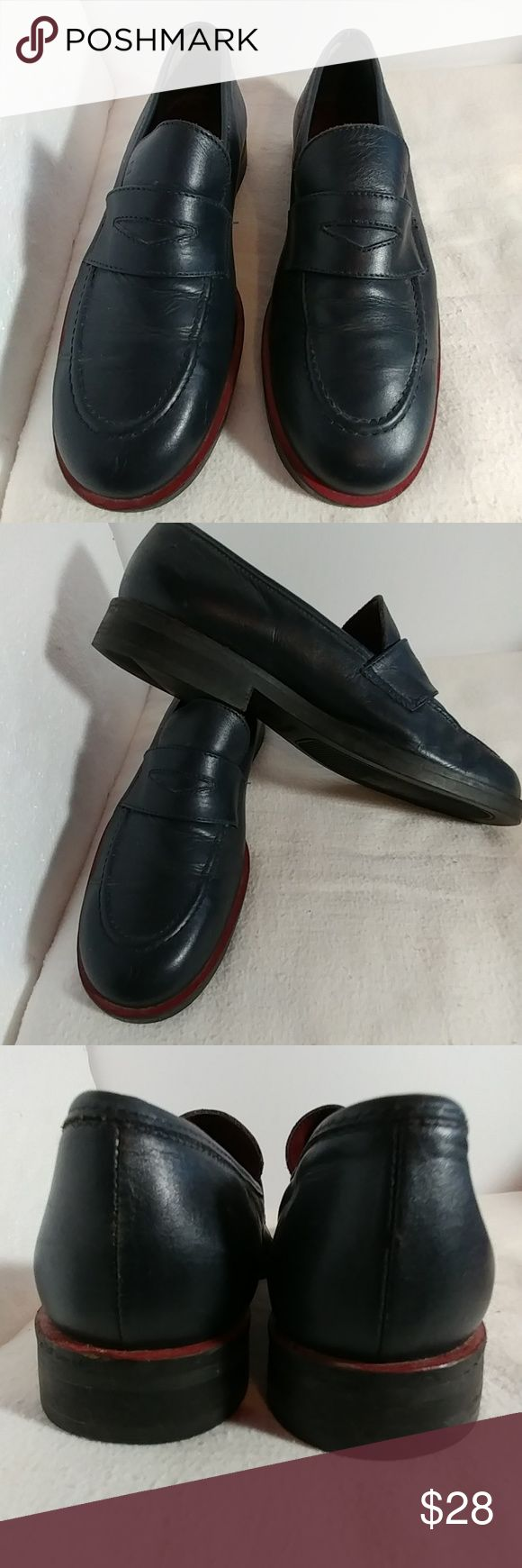 Women's size 8 TOMMY HILFIGER navy loafers Women's size 8 TOMMY HILFIGER navy loafers. These are like new. The quality and comfort of these shoes says it all. Any questions please feel free to contact me. Tommy Hilfiger Shoes Flats & Loafers