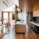 Un progetto caratteristico firmato dallo studio australiano FIGR per una abitazione di stile vittoriano che si sviluppa nel cortile retrostante. Per ampliare lo spazio sono stati creati due volumi separati uniti e su livelli diversi uniti da un cortile verdeggiante. Per gli interni pareti bianche, il calore del legno e top in marmo bianco. Scopri di più: http://italystonemarble.com/2017/07/07/cucina-con-piani-in-marmo-in-abitazione-a-melbourne/Un progetto caratteristico firmato dallo studio…
