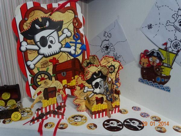 Piñatas, centros de mesa y confeti de piratas para tu fiesta. #FiestasInfantilesArmenia #PinateriasCali