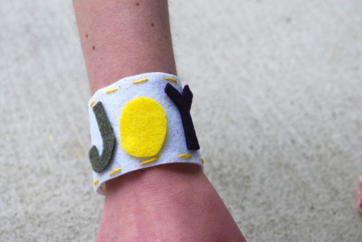 Joy felt cuffs: Craft for story of Paul and Silas having joy and praising God while in prison. So to go along with that make cuff style bracelets that say JOY. Cuff bracelets like hand cuffs!
