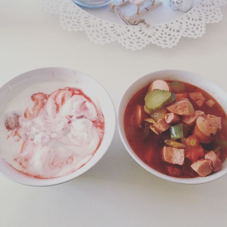 Selfmade Soljanka und selfmade Erdbeerjoghurt #tiefgekühlteerdbeeren #griechischerjoghurt #joghurt #yoghurt #strawberries #soljanka #resteessen #selfmade #instadaily #instapic #eiche #berlin #love #lchf #lowcarb #schatzimachtmit #healthy #fit2016 #foodporn #recipe by annawaffel_berlin