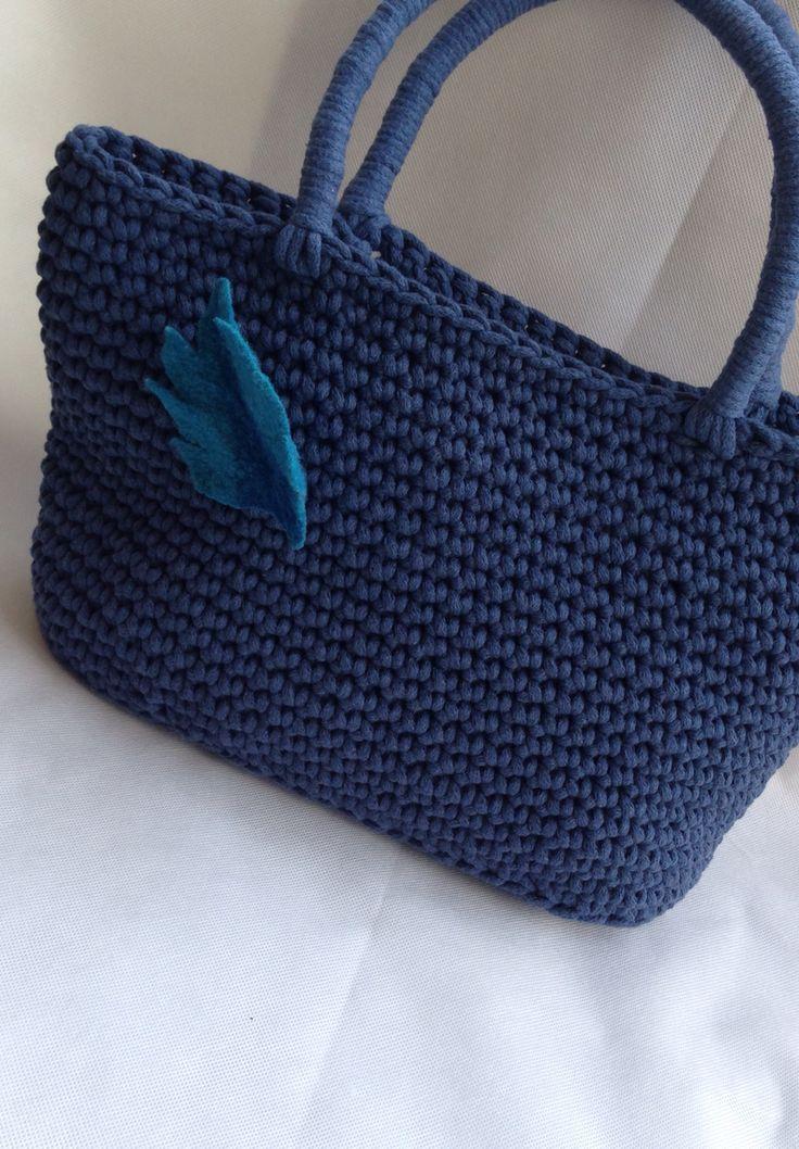 A.Matusik- torba szydełkowa wykonana z bawełnianego sznurka, filcowa broszka
