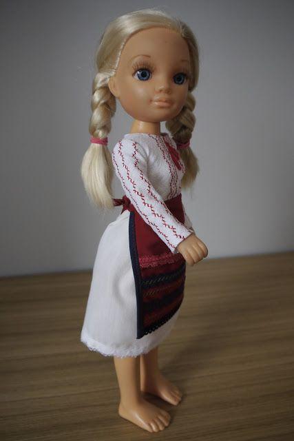 szycienocne: Nancy - ludowy strój rumuński