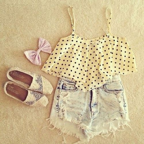 Zeliha's Blog: Polka Dots Top With Denim Shorts