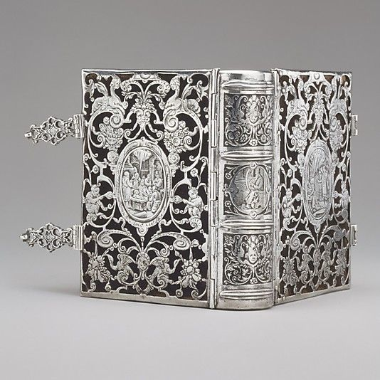 Silver, black wax, lined with black velvet. Dutch binding circa 1610.