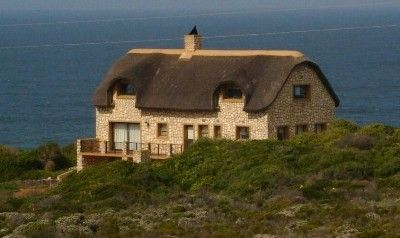 Only 3 hours drive away from Cape Town, you will find your perfect paradise. Offering the best of 2 worlds. A private nature reserve of 473 ha of unspoilt lush natural Cape fynbos including a variety of protea species in perfect harmony with nature, rights to develop 2 400 m² in a compact batch of houses and the rest of the land to be left in its natural state.