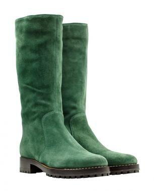 Stiefel aus grasgrünem Wildleder für den nächsten ausgedehnten Spaziergang von SERGIO ROSSI. --- Green boots made of velours-leather by SERGIO ROSSI.