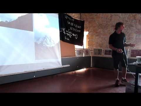 Alpi 2012 a fost ieri, 22 august, la Bastionul Croitorilor din Cluj-Napoca. Cu toate ca Vlad Capusan mi-a povestit cu lux de amanunte despre aventura lor pe Matterhorn, Weisshorn si Mont Blanc/ Punta Innominata, am urmarit cu sufletul la gura prezentarea traseelor.