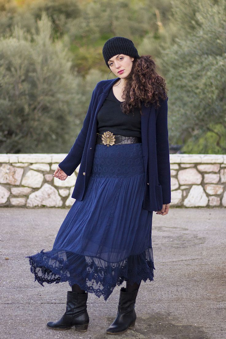 Gipsy style: maxi blue skirt, maxi blue cardigan, beanie, cowboy boots and statement belt
