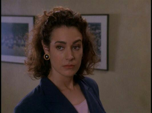 sean young as lois einhorn in the movie ace ventura pet