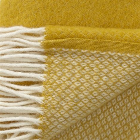 Vega ullpläd - saffran (gul) - Klippan Yllefabrik