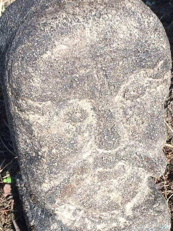 Каменная голова скульптура идол статуя истукан