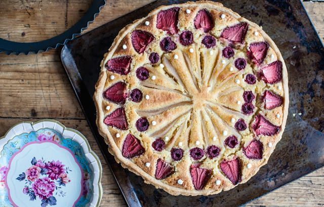 London Eye Tart from the Galvin Brothers - How do you recreate the London Eye using pastry, frangipane and some fruit? Follow this recipe to find out