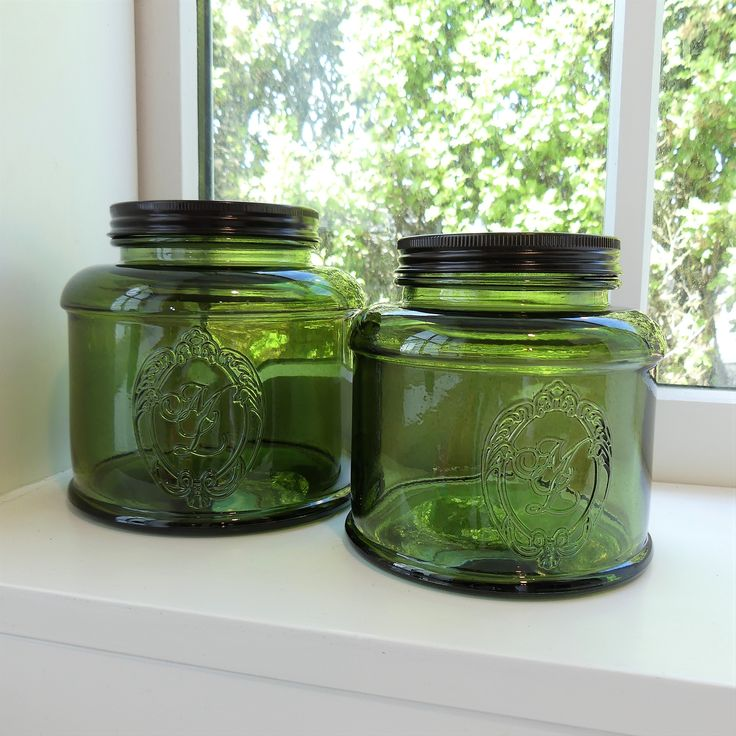 We love this eco vintage jar made in Spain from recycled glass.    This jar is both decorative and makes for a perfect storage vessel.  Comes in two practical sizes for all your storage needs in the kitchen (tea, pasta, nuts…) and bathroom (cotton balls, soaps), knick-knacks or just to look beautiful.