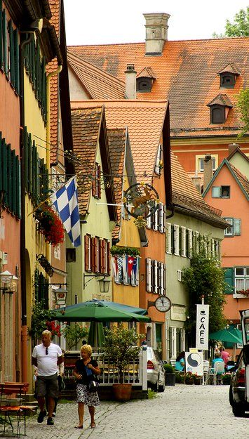 Strolling on the idyllic streets of #Dinkelsbühl in #Bavaria, Germany (by Daniel Santos Higueras)
