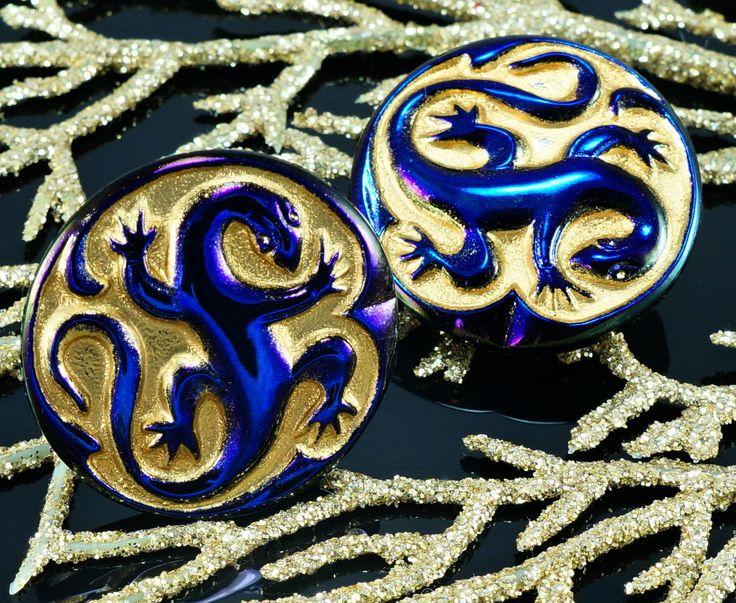 Color: Dark Purple Blue / Matte Gold Size (mm): Size 12, 27mm Hole size (mm): 2mm (approximately) Shape: Czech Glass Buttons / Lizard Salamander / Animal Sold in packs of 1pc #button #czech #czechglass #czechbutton #glassbutton #salamander