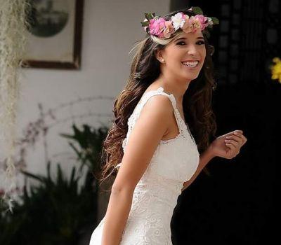 Maquillaje y peinado para novias - Norela Gaviria Estilista Profesional. Fotos, precios, opiniones, disponibilidad y teléfono. Estar radiante el día de tu matrimonio empieza aquí.