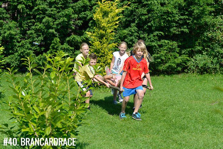 Spel:40. #brancardrace: Zo snel mogelijk als een ambulancebroeder een teamgenoot vervoeren over een parcours!   • Geschikt voor:  Kids (vanaf 10 jaar), tieners, volwassenen •  Leuk tijdens:  #bedrijfsuitje, #familiedag, #schooluitje, #verenigingsuitje, #vriendenuitje, #vrijgezellenfeest, #kinderfeestje • #Polderevents