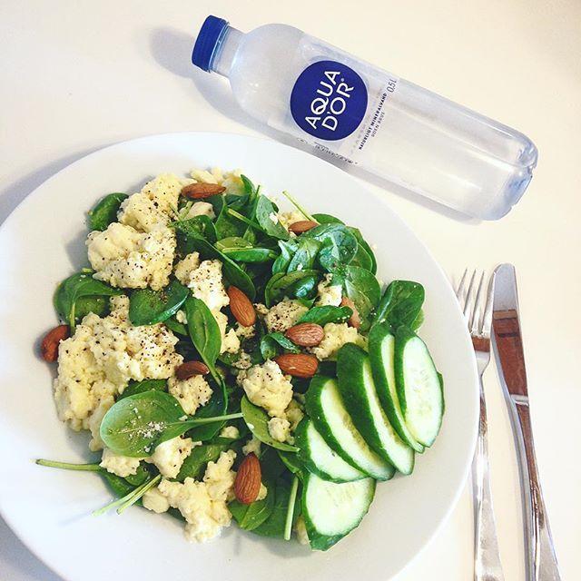 Frokosten består af røræg og spinat. Nemt at lave, mætter utrolig godt! 😉👌🏻🌱 #fitfamdk #healthy #healthylunch #healthyliving #healthyliving #nutrition #vægttabsrejse #vægttab #mums #aquador #weightloss #skinny #salad #saladporn #eggs #scrambledeggs #røræg #fitfam #slimmingworld #deslanketøser #dullermedmuller #diæt #følgmitvægttab #gymgirls #gymrat #goodstuff #sundlivsstil #sundfrokost #weekendvibes #proteinpacked #proteinfood