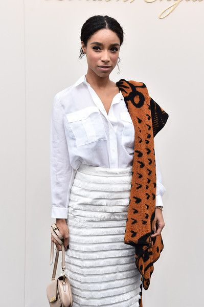 Lianne La Havas Photos Photos - Lianne La Havas wearing Burberry at the Burberry Womenswear February 2016 Show at Kensington Gardens on February 22, 2016 in London, England. - Burberry Womenswear February 2016 Show - Arrivals