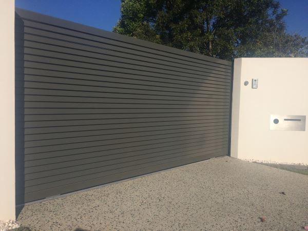 Aluminium Blockout Style Automatic Gate with Access Control