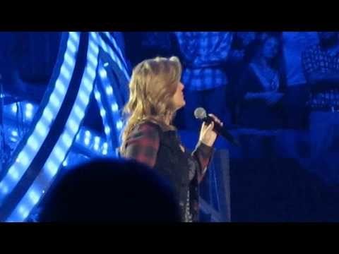 Trisha Yearwood With Garth Brooks Walkaway Joe World Tour Greensboro, NC...