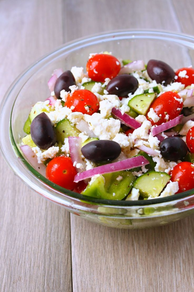 The Busy Baker: Easy Greek Salad in Under 5 Minutes!  This is the easiest Greek salad you'll ever make! So tasty and only 1 Weight Watchers Point per serving!