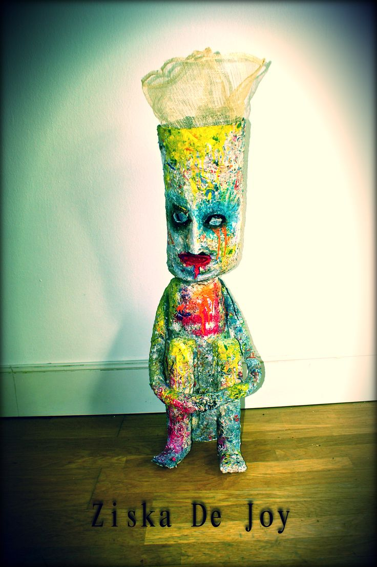"""Sad color man"" - By Ziska De Joy  Technique: Grillage, papier mâché, acrylique, ampoule (dans la tête)  (110/35 cm)"