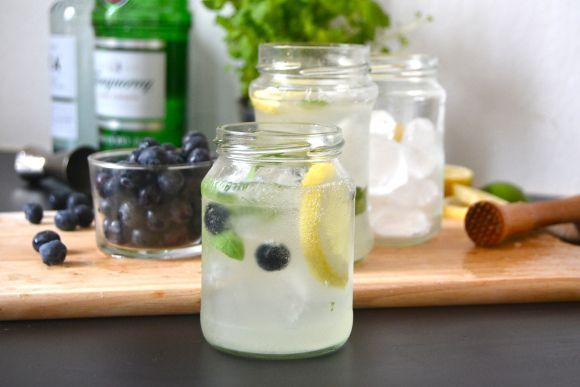 Mustikka-basilika Gin Mojito