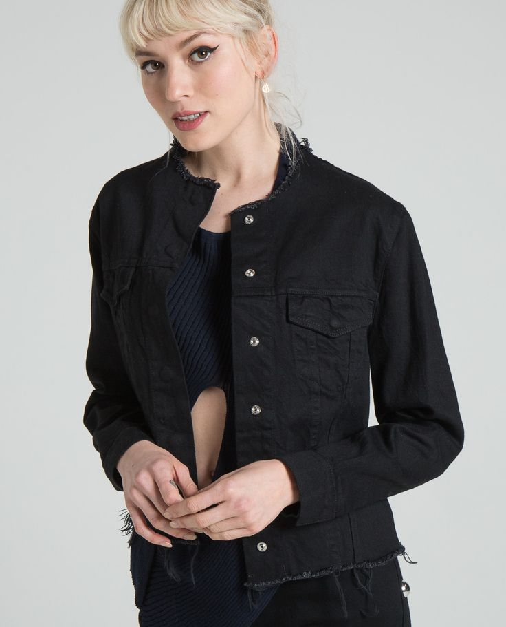 DENIM FITTED COLLARLESS JACKET