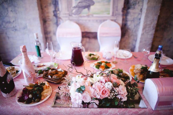 свадьба  оформление стола  композиция из цветов гортензия розы