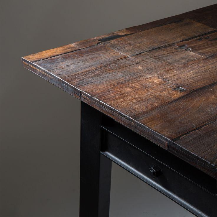 Als je op zoek bent naar een eettafel met karakter, dan ben je bij de Dutchbone Crude tafel aan het juiste adres! Het tafelblad bestaat uit gerecycled iepenhout, wat uit oude (gerenoveerde) huizen is gehaald. Dit geeft elke tafel een uniek karakter!